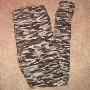 Lularoe tall and curvy camo leggings